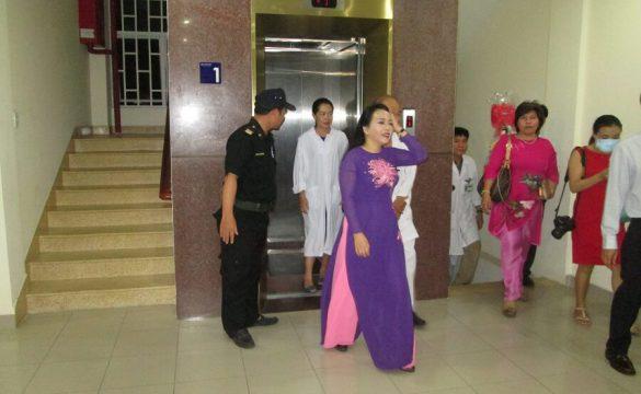 Chuyến thăm Bệnh viện Phạm Ngọc Thạch của Bộ trưởng Bộ Y tế đêm giao thừa tết Đinh Dậu 2017