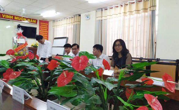 Lãnh đạo TPHCM đã đến thăm và tặng quà chúc Tết cho cán bộ, công chức, viên chức, người lao động của Bệnh viện Phạm Ngọc Thạch.