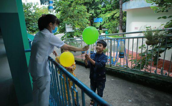 Mang Trung thu đến với các em nhỏ tại Bệnh viện Phạm Ngọc Thạch